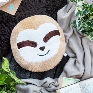 40cm großes rundes Faultier Kissen gemütlich mit Decke auf Holzdeck