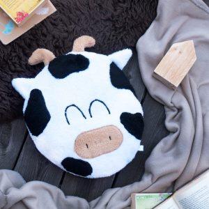 Kuh Kissen Flatlay gemütliche Umgebung mit Decke und Fell